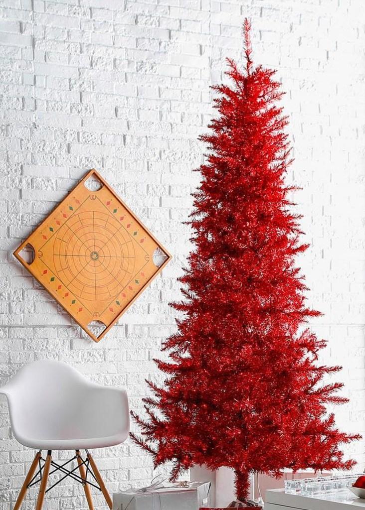 "Inspiración: Árboles de navidad rojo. Visto en ""I am a Mess Blog"""