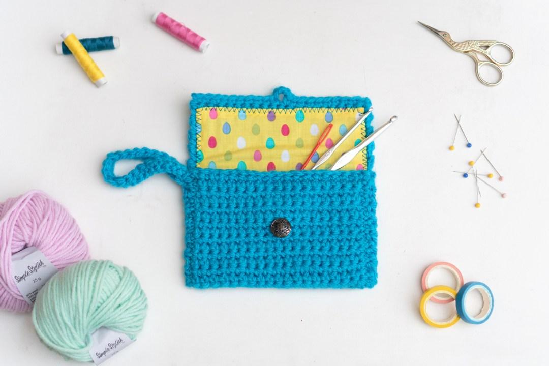 "Clutch de Kit&Knit, visto en ""I am a Mess Blog"""