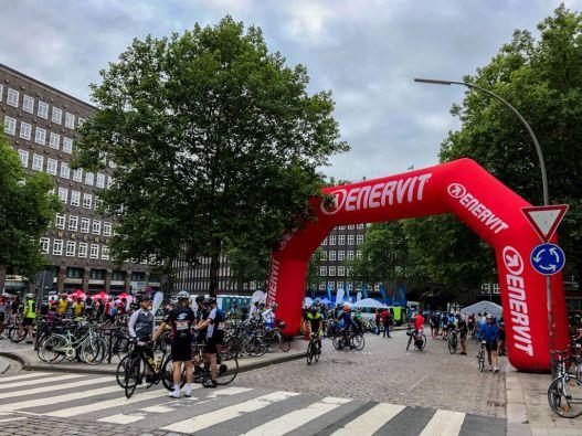 Der Borchardplatz in Hamburg am Sonntagmorgen vor dem Start der Cyclassics