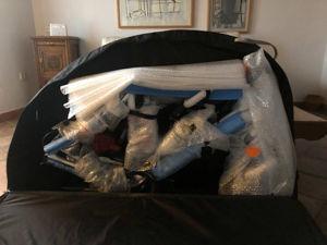 Das Rad ist in der Transporttasche arretiert. Zusätzliche Luftpolsterfolie schützt das Rad.