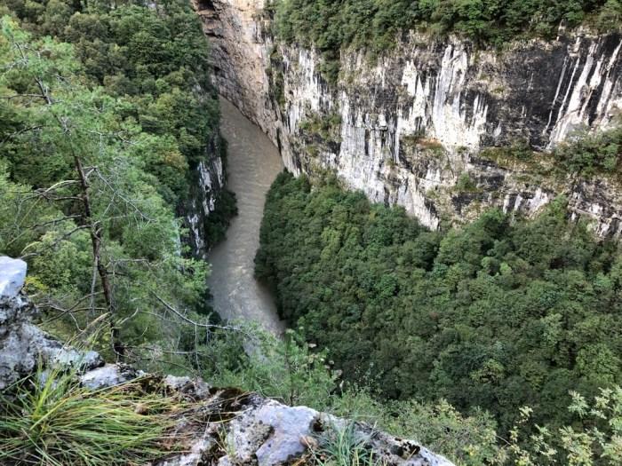 iamcycling-Mit-dem-Rennrad-am-Gardasee-Blick in die Sarca-Schlucht
