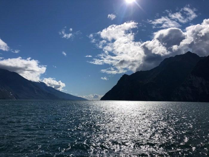 iamcycling-Mit-dem-Rennrad-am-Gardasee-Blick auf den Gardasee