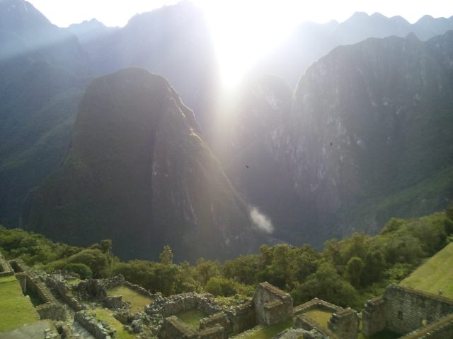 sunrise-at-machu-picchu