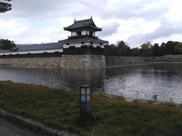 side-moat-Hiroshima-Castle