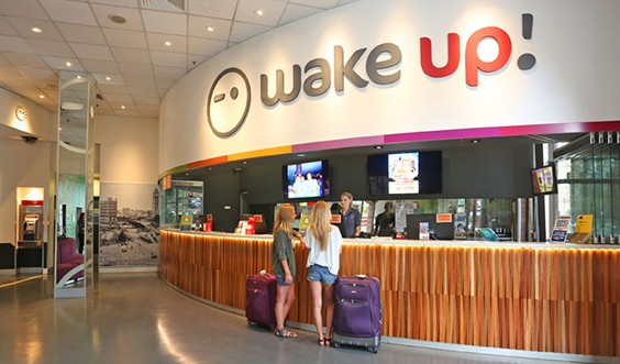 wake-up-hostel-sydney-front-desk