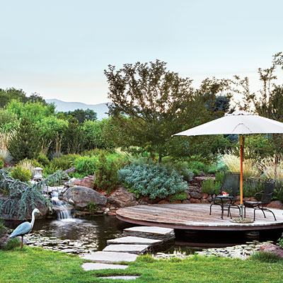 circular-patio-waterfall-moat-l