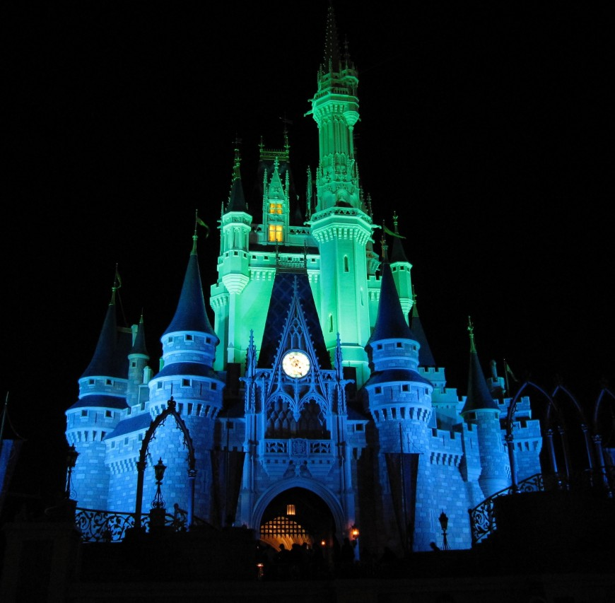 how to plan a trip to disney world - cinderella castle -http://iamsherrelle.com
