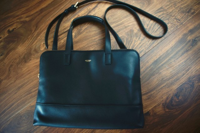 Knomo stylish laptop bag - with strap