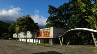 Mural de Oswaldo Vigas. Plaza del Rectorado. Foto Juan Pérez Hernández. Cortesía Archivo Copred