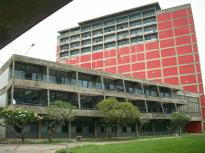Edificio Biblioteca UCV. Foto Mayerling Zapata López.