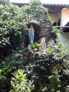 Imagen de la Virgen de Lourdes y Bernardette. Foto: Alejandra Suárez