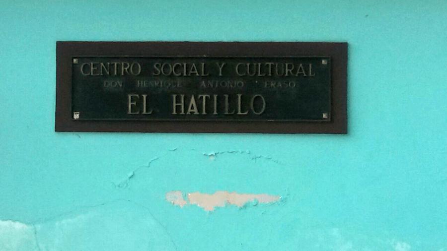 Placa. Foto: Alejandra Suárez.