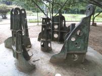 """Escultura """"Lugar del abrazo eterno"""" (1981) de Colette Delozanne Foto Carlos Crespo."""