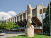 El Atleta de Francisco Narváez, talla en piedra caliza de Cumarebo, 1951,Estadio Universitario, UCV. Fotografía Luis Chacín, 2016.