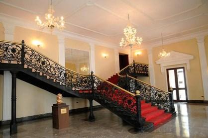 Entrada interior del Teatro Municipal de Valencia.