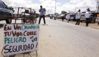 Protesta de lugareños por la inseguridad en la vía. Foto El Tiempo.