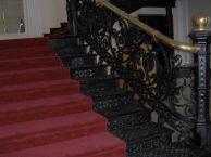 Hierro forjado en las escaleras y barandas ornamentales del Teatro Municipal de Valencia.