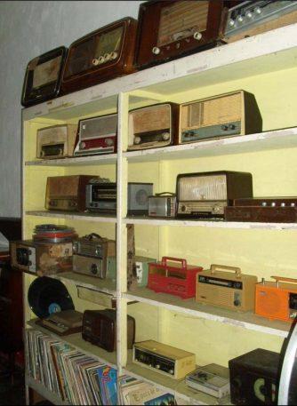 Colección de radios. Foto Marinela Araque.