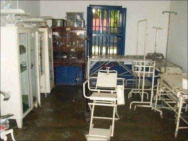 Equipos quirúrgicos del antiguo hospital Luis Razetti, comprada por la alcaldía de Barinas. Foto colección cronista de la ciudad. Digitalización Marinela Araque.