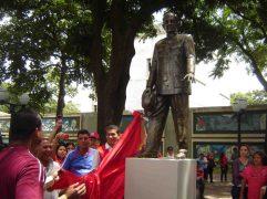 Momento en que se desvela la escultura, en 2012. Foto Samuel Hurtado.