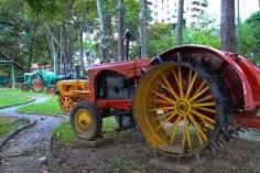 Antiguo tractor en el MTC.