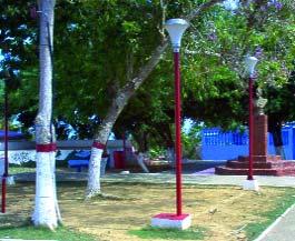 Luminarias en la plaza Bolívar de Tocópero. Foto IPC.