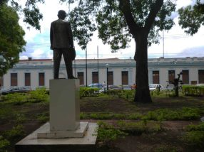 Situada frente a la alcaldía de Barinas.