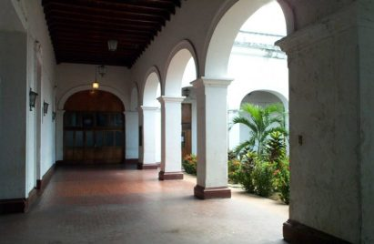 Corredores del palacio tras su restauración, en 2006. Archivo Cronista