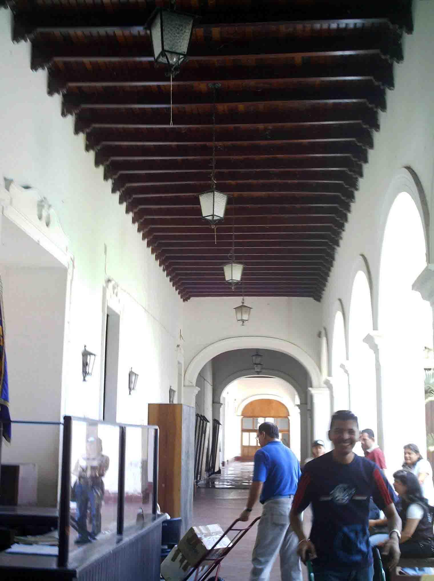 Cuando desocupaban el palacio del marqués. Año 2006. Archivo Cronista.