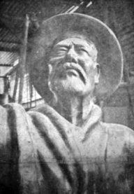Detalle de la estatua de Domingo Peña modelada en arcilla. Foto El Vigilante, 1971. Digitalización Samuel Hurtado Camargo.
