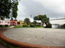 El centro de la plaza, donde debería estar el busto del prócer llanero. Foto Marinela Araque, mayo 2017.