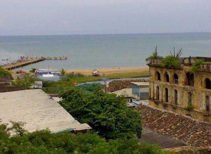 Anclado en el puerto de Cumarebo, el Balcón de León Jurado mira al mar. Foto David Castellanos.