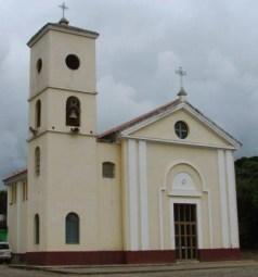 Fachada y lateral de la iglesia San Francisco de Asis, del poblado Santa Cruz de Bucaral.