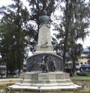 Vista frontal del monumento a Páez. Foto Samuel Hurtado, mayo 2017.