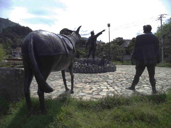 Vista posterior del arriero y la mula, mayo 2017. Foto Samuel Hurtado Camargo