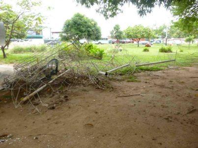 Adornos metálicos de Navidad abandonados Adornos metálicos de Navidad abandonados en el parque Los Mangos, patrimonio cultural de Barinas. Estado Barinas, Venezuela.