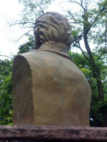 Busto de José Félix Ribas en la plaza homónima de Barinas.