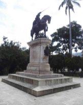 Cara frontal y lateral derecho del monumento a Bolívar. Foto Samuel Hurtado Camargo, 28 de mayo de 2017