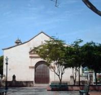 Vista frontal de la catedral Nuestra Señora de La Asunción. Foto Eduardo Saavedra / Creative Commons, junio 2007.
