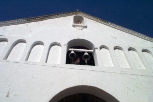 Fachada y campanario de la iglesia San Nicolás de Bari, de la ciudad de Obispos del estado Barinas, Venezuela.