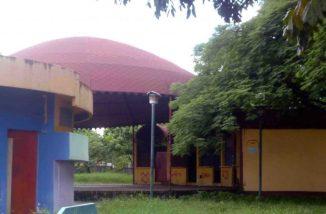 Infraestructura vandalizada en el parque Los Mangos, declarado bien de interés cultural de Barinas. Estado Barinas, Venezuela.