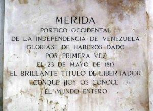 Inscripción en el lateral izquierdo del pedestal. Foto Samuel Hurtado Camargo, 28 de mayo de 2017