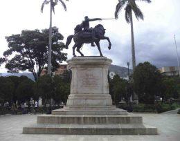 Lateral derecho del monumento a Bolívar. Foto Samuel Hurtado Camargo, 28 de mayo de 2017