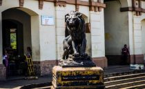 Vista de la escultura del león del mercado municipal de Capacho Nuevo. Municipio Independencia, estado Táchira. Venezuela