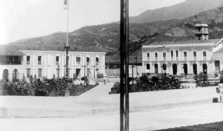 Otra vista de la Plaza Bolívar desde la esquina este cerca de 1929. Estado Mërida, Venezuela. Patrimonio venezolano