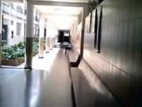 Pasillo de la planta baja del Colegio Madre Rafols. Excepto la foto del IPC, todas las imágenes provienen del video del docente Roger Rivero, que puede verse al final de este apartado.