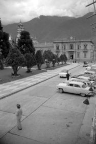 Plaza Bolívar desde el costado suroeste, 1955. Mérida, patrimonio cultural Venezuela.