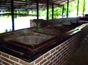 Ruinas del trapiche San Pablo, bateas donde se hacía y se hace la panela de la caña de azúcar. Venezuela.