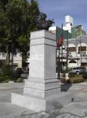 Vista frontal y del lateral izquierdo del monumento a Rangel recién restaurado, diciembre 2006. Foto Samuel Hurtado Camargo