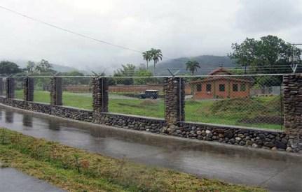 Cerca perimetral del Museo Trapiche de Los Clavo. Patrimonio cultural de Boconó, estado Trujillo, Venezuela.